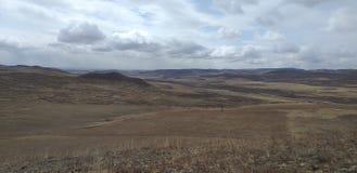西伯利亚自然小山和领域 免版税库存照片