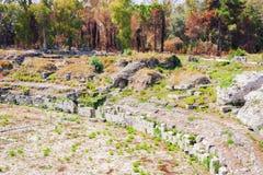 """西勒鸠斯â€罗马圆形露天剧场""""废墟在考古学公园,西西里岛,意大利 免版税库存图片"""