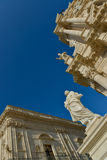西勒鸠斯雕象和大教堂  免版税图库摄影