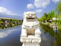西周石头狮子雕塑 免版税库存图片