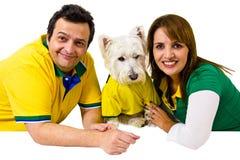 巴西夫妇和宠物支持者 免版税库存图片