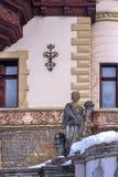 西奈,罗马尼亚建筑学的19世纪和部分的雕刻的构成  在冬天 免版税库存图片