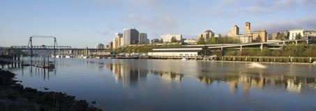 西娅Foss水路开始海湾默里摩根桥梁塔科马 图库摄影