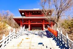 西宁市的概念青海省beishan tulou,亦称北部yamadera的 库存照片