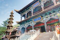 西宁,中国- 2014年7月5日:北部山寺庙(Tulou管国) n 图库摄影