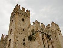 西尔苗内城堡 免版税库存图片