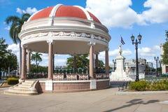 西恩富戈斯,古巴- 2016年12月17日:何塞马蒂公园 图库摄影