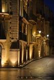 西拉库萨,西西里岛,意大利 市中心正方形的夜视图 库存照片