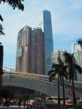 西方九龙火车站的工地工作与sky100塔的在 免版税库存图片