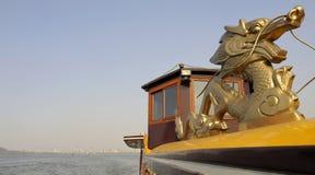 西方小船杭州湖最近的乘驾 库存照片