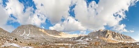 西方的惠特尼山脉面对全景 免版税图库摄影