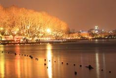 西湖(xihu)在中国的杭州在晚上 库存图片