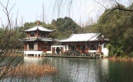 西湖(xihu)在中国的杭州在雪以后的冬天 库存图片