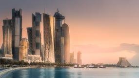 西湾和多哈市中心,卡塔尔地平线  库存图片