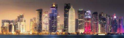 西湾和多哈市,卡塔尔地平线  库存照片