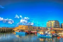 西湾港口多西特英国英国小船在镇静夏日 免版税库存照片