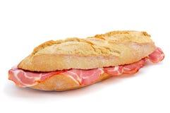 西班牙人bocadillo de lomo embuchado,一个三明治用冷盘 免版税库存图片