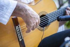 西班牙佛拉明柯舞曲吉他弹奏者使用 免版税库存图片