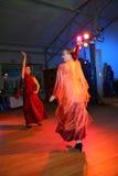 西班牙佛拉明柯舞曲舞蹈的跳舞的小组 免版税库存照片