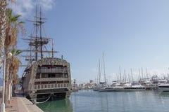 西班牙军舰Santisima特立尼达复制品在阿利坎特港口 免版税库存图片