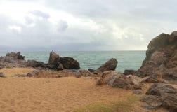 西班牙和美好的鲜绿色颜色海岩石海岸  库存图片