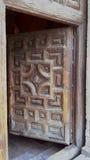 西班牙哥特式教会门 免版税库存照片