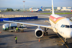 西班牙国家航空航空器行李装货在上前的 免版税库存照片