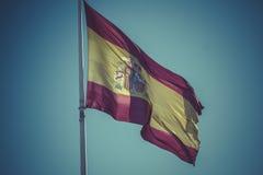 西班牙国旗 Plaza de Colon在马德里,西班牙 图库摄影