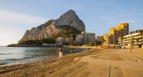 西班牙地中海海滩, Calpe,肋前缘布朗卡 免版税图库摄影