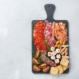 西班牙塔帕纤维布或意大利开胃小菜的分类用肉 库存照片