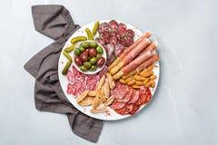 西班牙塔帕纤维布或意大利开胃小菜的分类用肉 图库摄影