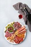 西班牙塔帕纤维布或意大利开胃小菜的分类用酒 免版税库存照片