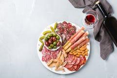 西班牙塔帕纤维布或意大利开胃小菜的分类用酒 图库摄影