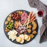 西班牙塔帕纤维布或意大利开胃小菜的分类用酒 库存图片