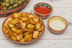 西班牙塔帕纤维布patatas bravas 免版税库存照片