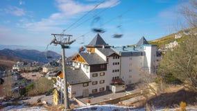 西班牙太阳浅兰的天空滑雪胜地推力全景4k时间间隔内华达山脉 影视素材