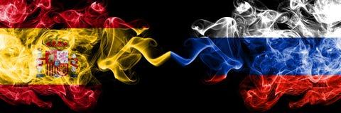 西班牙对俄罗斯,肩并肩被安置的俄国发烟性神秘的旗子 厚实色柔滑抽西班牙语和俄罗斯的旗子,俄语 库存照片