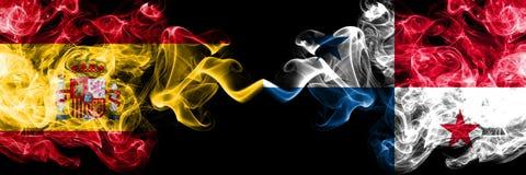 西班牙对肩并肩被安置的巴拿马发烟性神秘的旗子 厚实色柔滑抽西班牙语和巴拿马的旗子 免版税库存照片