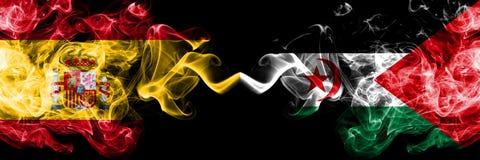 西班牙对肩并肩被安置的Sahrawi发烟性神秘的旗子 厚实色柔滑抽西班牙语和Sahrawi旗子  库存图片