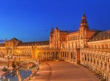 西班牙广场,在新生复兴样式的地标,塞维利亚,西班牙看法日落的 图库摄影