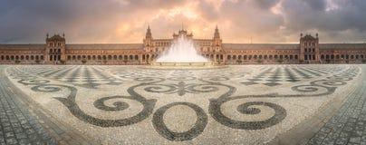 西班牙广场,塞维利亚看法在日出期间的 免版税库存照片