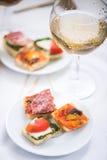 西班牙或意大利快餐开胃小菜 免版税库存照片