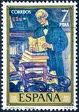 西班牙打印的邮票,展示由索拉纳生动描述珍藏书籍者 免版税库存图片
