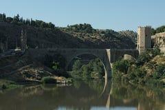 西班牙托莱多  一座被加强的中世纪桥梁 库存图片
