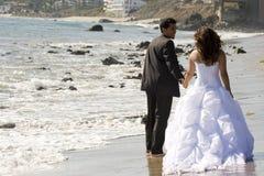 西班牙新娘和新郎在他们的婚礼之日 库存照片