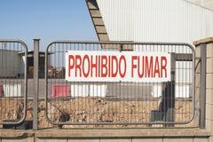 西班牙标志表明 停止没有抽烟 免版税库存图片