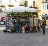 西班牙步的/罗马piazza di spagna畅销的纪念品叫卖小贩 图库摄影