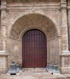西班牙殖民地样式教会门在古巴 免版税库存图片