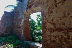 西班牙殖民地窗口在废墟窗口里 库存图片