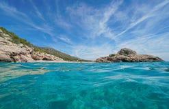西班牙海滩和小岛从水表面塔拉贡纳 库存图片